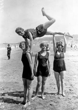 CARNET GROUPE DE GIRLS, DEAUVILLE, 1919