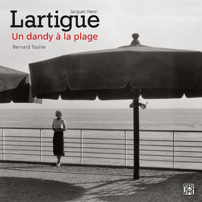 JACQUES HENRI LARTIGUE - UN DANDY A LA PLAGE